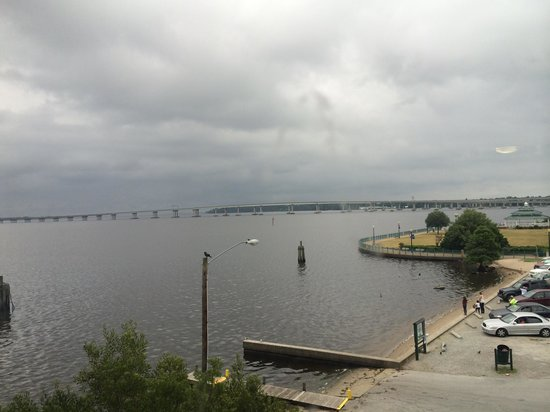 Courtyard New Bern : View from room side