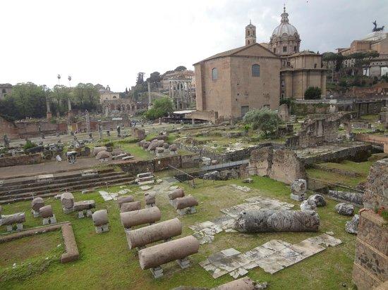 Complesso del Vittoriano: ruinas do lado