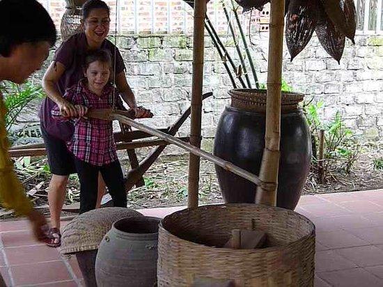 Yen Duc Village Tour: Rice making
