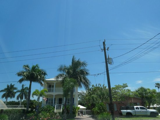 Siesta Key Village: houses on the main strip