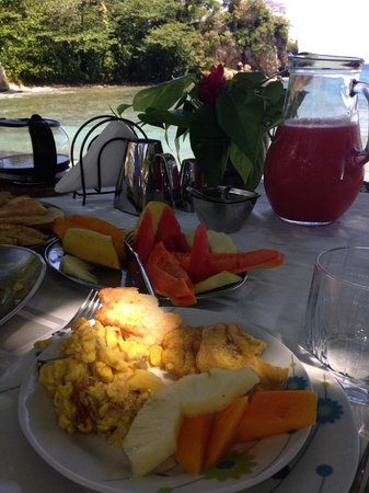 The Resort at Wilks Bay: Breakfast on the beach