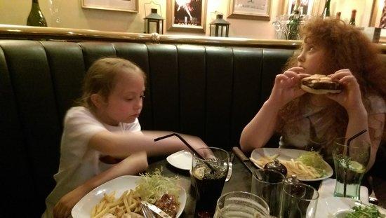 Ramside Hall Hotel, Golf & Spa: girls enjoying food