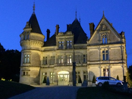 Chateau de la Bourdaisiere: Chateau at night