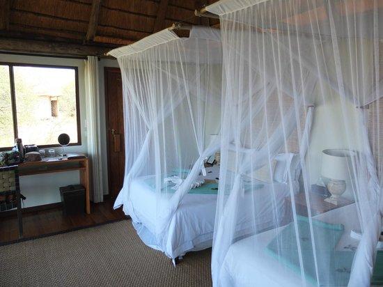 Leroo La Tau: One double, one twin bed