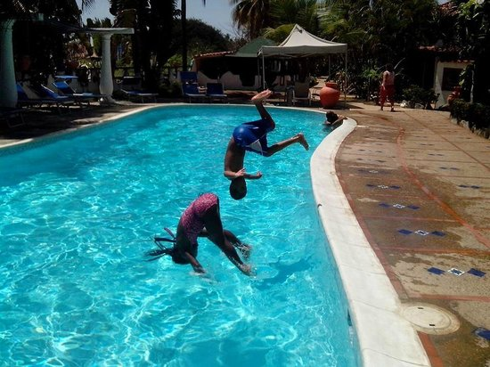 Hotel Coco Paraiso: mis hijos disfrutando de la piscina
