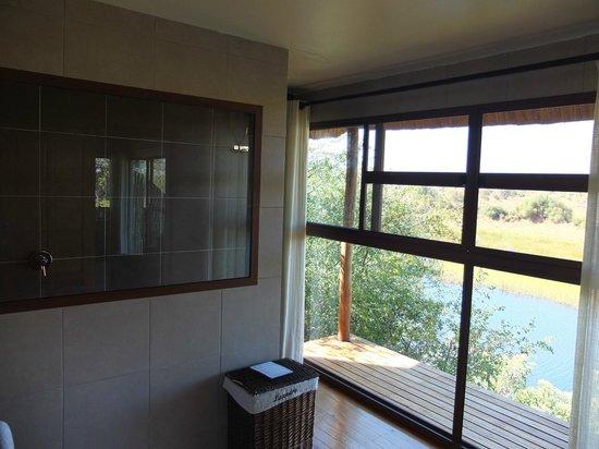 Leroo La Tau: A bathroom with a view