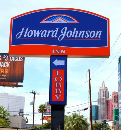 Howard Johnson on East Tropicana, Las Vegas Near the Strip: Hotel Exterior Shot