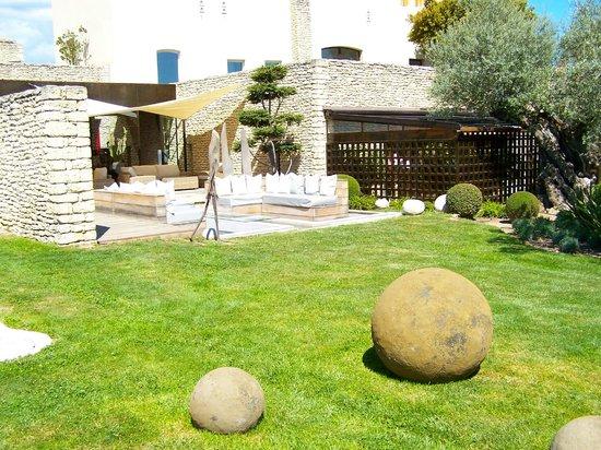 Le Domaine des Andéols : Beautiful grounds and designs.