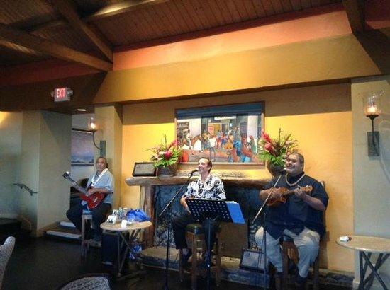 Travaasa Hana, Maui: Cj and Leokane and Boise   simply wonderful singers in Bar area