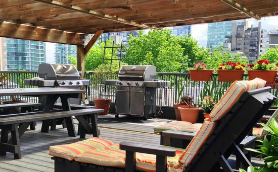 Superbe Times Square Suites Hotel: Rooftop Patio With BBQ
