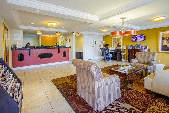 Howard Johnson on East Tropicana, Las Vegas Near the Strip: Lobby