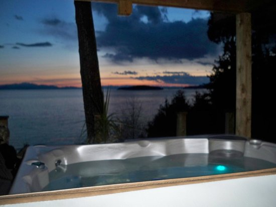 Beachside by the Bay : View from the hot tub!