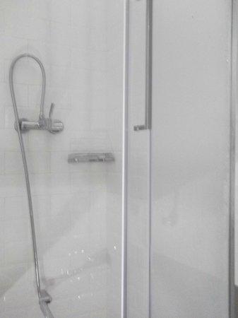 Casa Gracia: shower room 216
