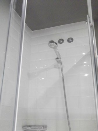 Casa Gracia Barcelona Hostel: shower room 216