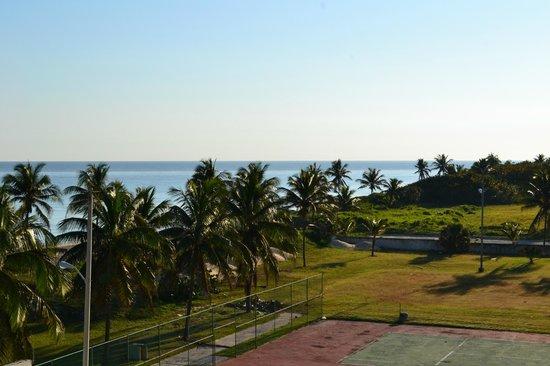 Gran Caribe Club Atlantico: Vista desde el piso 3 cancha de tenis