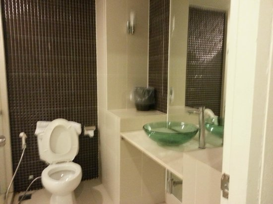 Baan Udom: Bathroom (sorry, its not on focus)