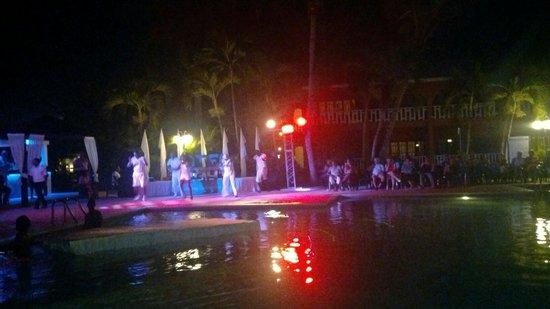 BelleVue Dominican Bay: Show en la piscina