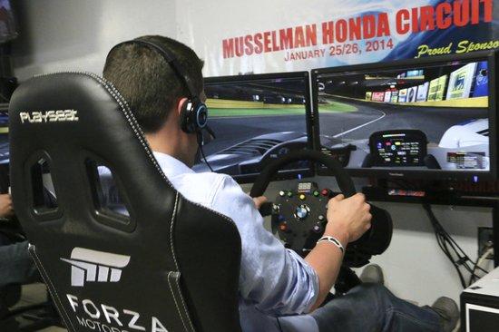 P1 Kart Circuit : We have six realistic i racing simulators