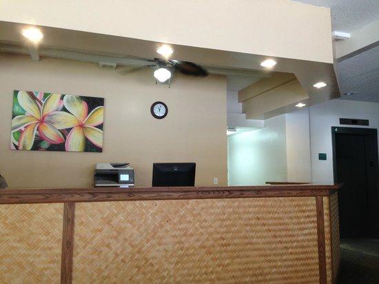 Hawaiian Monarch Hotel: フロント