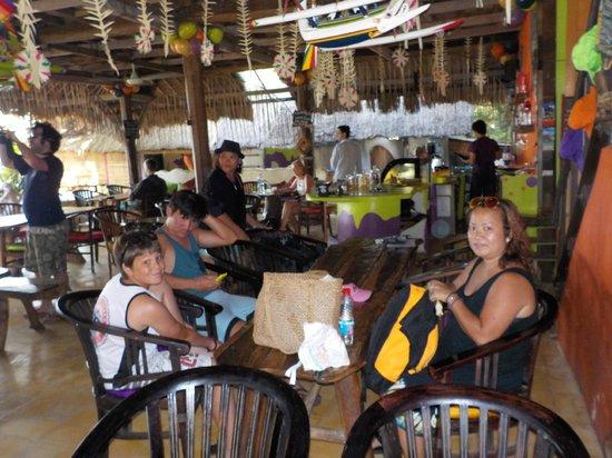 Topi Inn: Dining