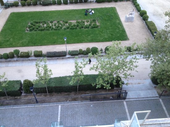 El Escorial Victoria Palace: View of park from balcony