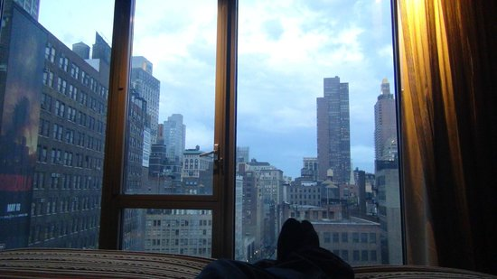 Kimpton Hotel Eventi : It s the afternoon view from the bed