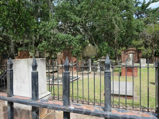 Colonial Park Cemetery: This is a more accurate view of what you'll see