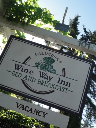 Wine Way Inn : Welcoming Sign at the street.