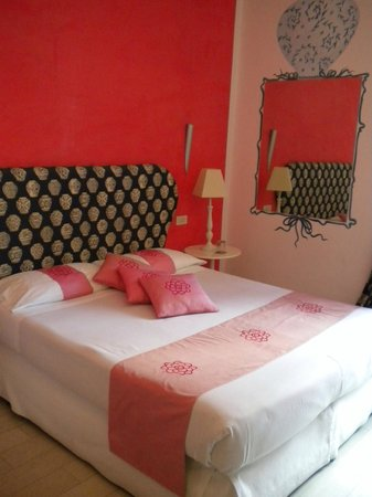 66 Imperial Inn: The lovely pink room.