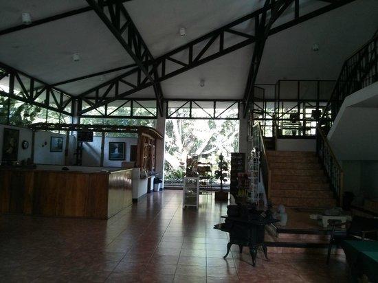 Hotel Aeropuerto Costa Rica: Main Lobby