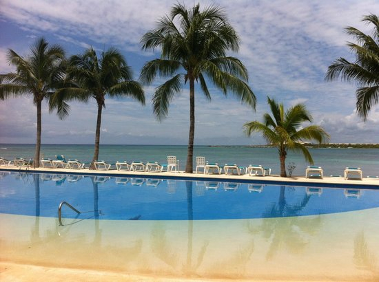 Chac Hal Al Condominiums: Pool closest to H building, with ocean view