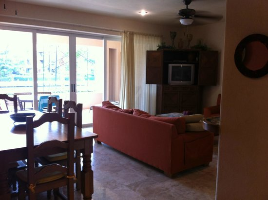 Chac Hal Al Condominiums: Living room in H-102