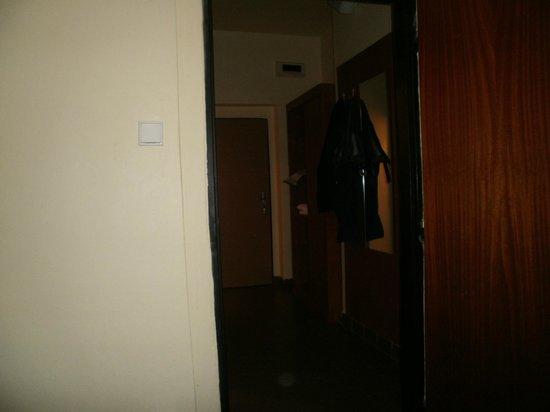 Hotel Vltava: hall way in room