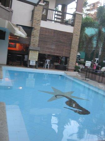 La Carmela de Boracay: pool area outside the lobby