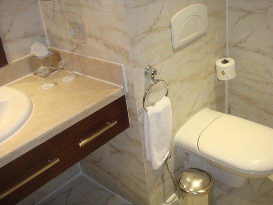 Sunrise Grand Select Arabian Beach Resort : very clean bathroom