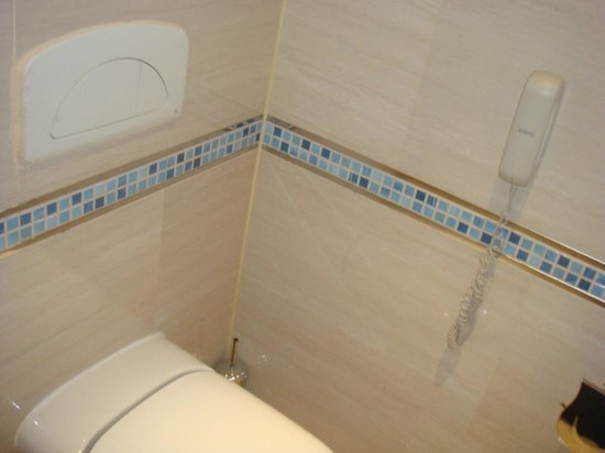 SUNRISE Grand Select Crystal Bay Resort: very clean bathroom