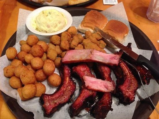 Little Richard's BBQ: half rack platter