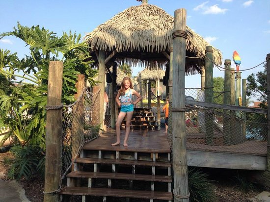 Liki Tiki Village: My daughter in the waterpark play are