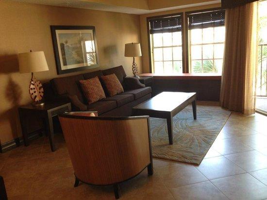 Liki Tiki Village: Living room and window seat