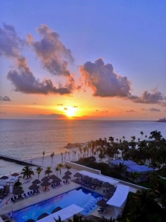 Hotel Riu Caribe: Sunrise-view from room