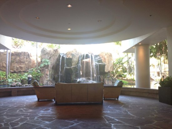 The Westin Maui Resort & Spa : Hotel Lobby. You can walk behind those falls to get to the pool!