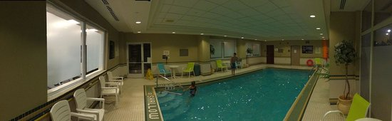 Hampton Inn & Suites by Hilton Toronto Airport : Great little pool!