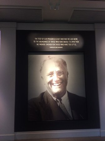 Franklin D. Roosevelt Presidential Library and Museum: Entrance of Library and Museum