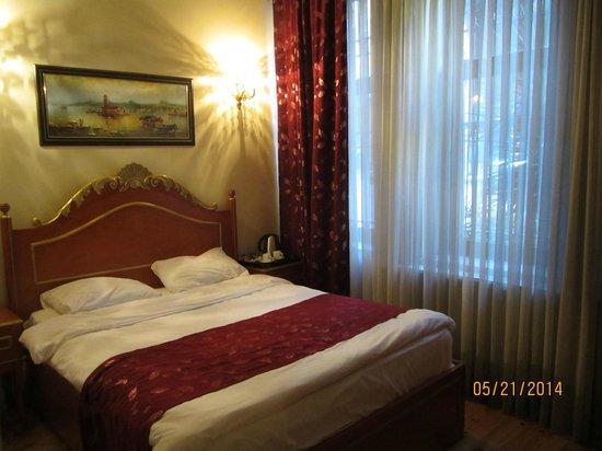 Hotel Gedik Pasa Konagi: Room 101: Bed