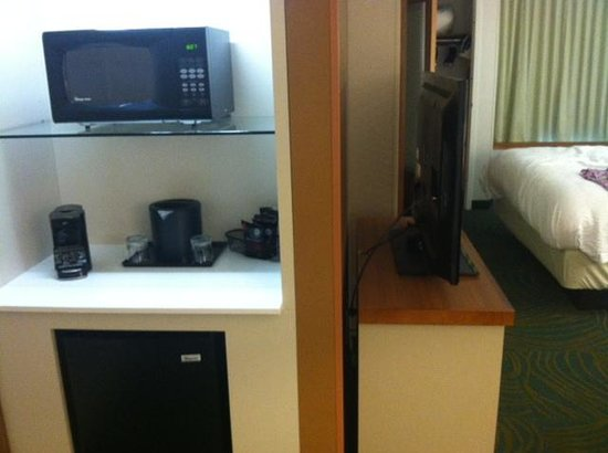 SpringHill Suites Bloomington: Microwave, fridge and coffee maker