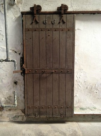 Eastern State Penitentiary: Basic door to the common cell