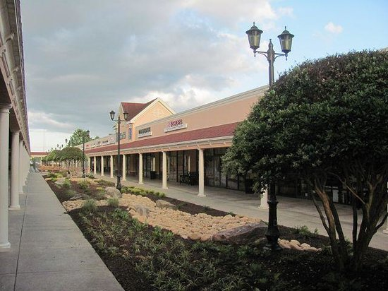 North Georgia Premium Outlets : Shops