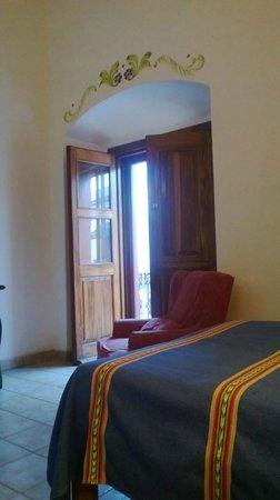 Hotel Parador San Agustin: Habitación amplia y alta