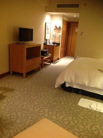 Caravelle Saigon: 部屋は充分な広さがあります