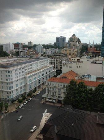 Caravelle Saigon: 部屋からホーチミンのランドマークが見えます